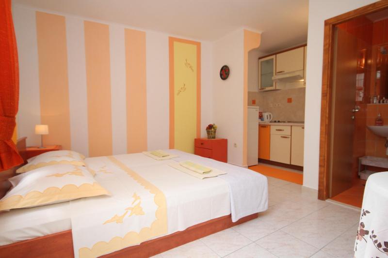 Apartman Orange - Image 1 - Hvar - rentals