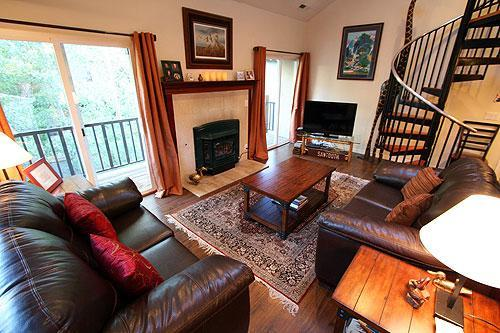 Living room with large HD TV, WiFi Internet, gas fireplace, and balcony. - Walk to Ski Slopes & Town/Hot Tub/ 7th Night FREE! - Ketchum - rentals