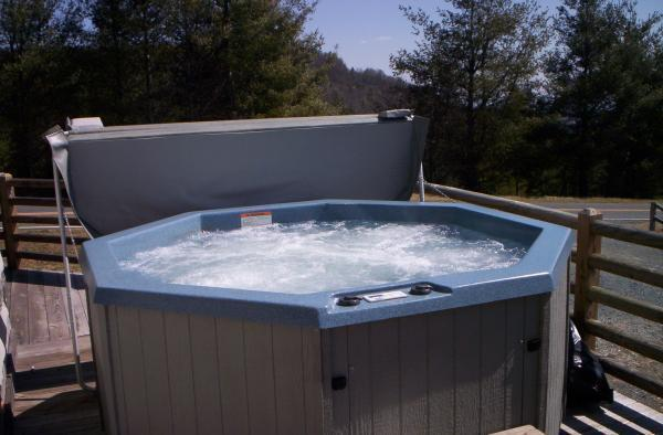 Hot tub - Adam's Wildcat Cabin - Boone - rentals