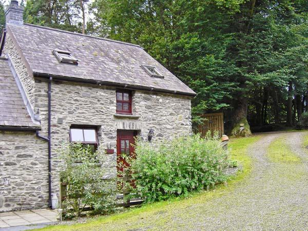 TY TWT, pet friendly, character holiday cottage, with open fire in Lampeter, Ref 10621 - Image 1 - Lampeter - rentals