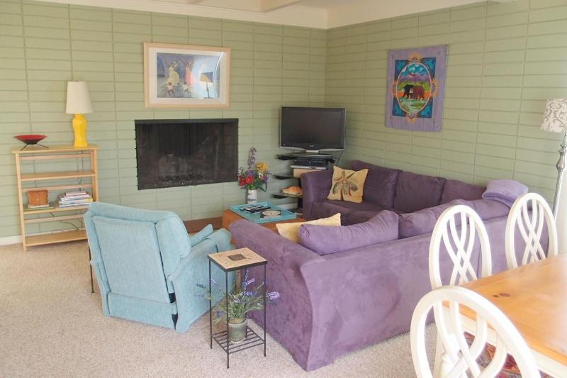 The living and dining areas create a great open space to gather. - Great Home 2 Blks from Beach! Reasonably Priced! - Morro Bay - rentals