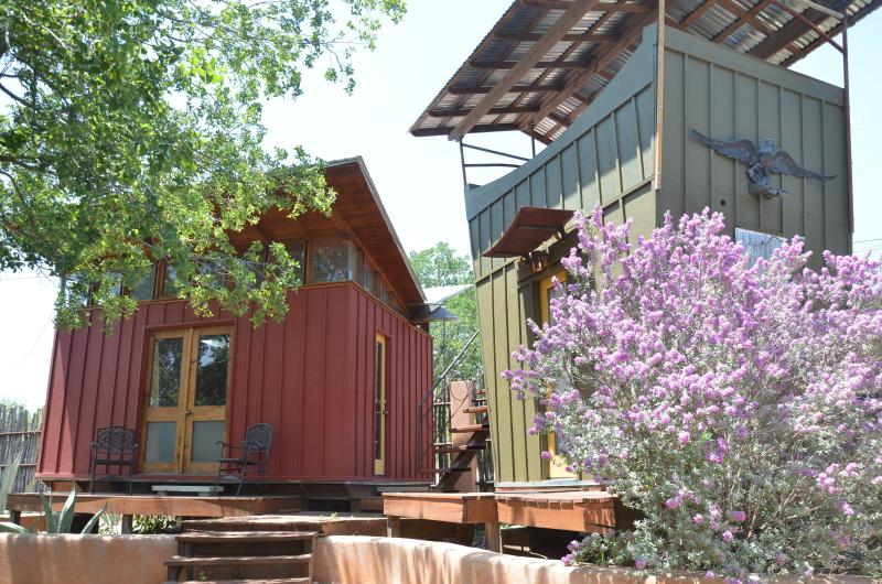 The Romantic Red Room and Detached Bath with Wine Deck - The Romantic Red Room Eco-Cabin on Lake Travis - Spicewood - rentals