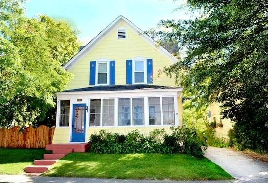 Large home with fenced yard on 2nd lot - Driftwood Manor - Weekly stays begin on Saturdays - South Haven - rentals