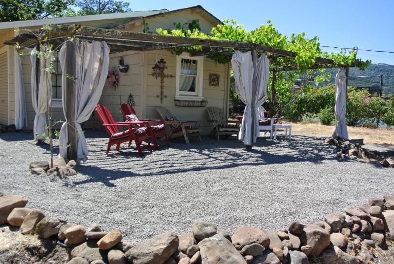 Relax in tranquility overlooking the vineyard - Free Nite~Vineyard Home,Bikes,Near Plaza,Wine,Wifi - Sonoma - rentals