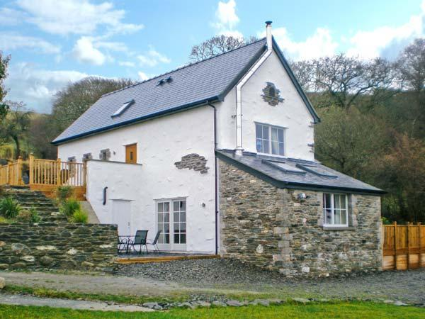 RED KITES RETREAT, family friendly, luxury holiday cottage, with a garden in Eglwysbach, Ref 13007 - Image 1 - Eglwysbach - rentals