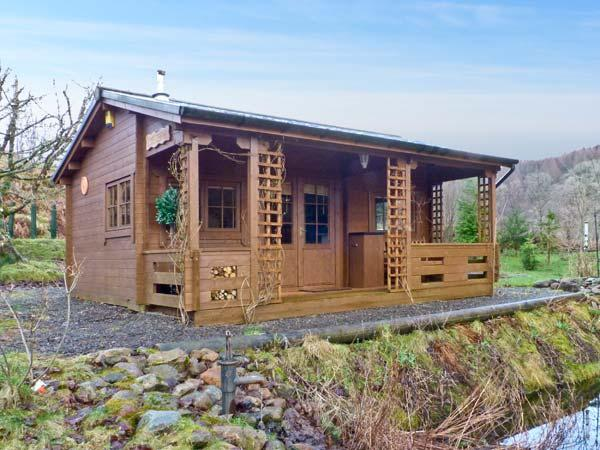 THE LOG CABIN, romantic, country holiday cottage, with open fire in Oban, Ref 12682 - Image 1 - Oban - rentals