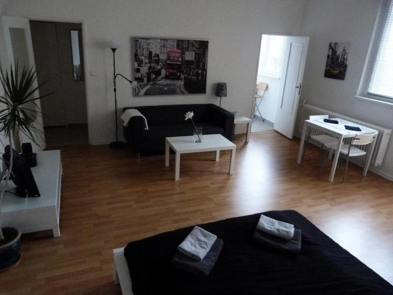 Between Ku'Damm and Potsdamer Platz, Apartment A - Image 1 - Berlin - rentals
