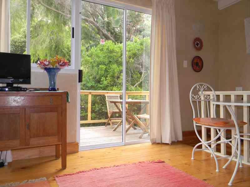 Dining nook with view to balcony - Maison Mosaic - Clovelly - rentals