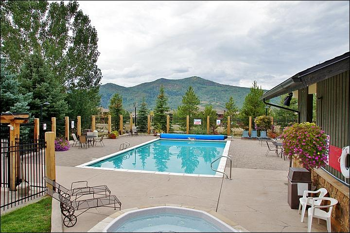Large Heated Pool, Hot Tub, & Sunbathing area with Restrooms. - Nicely Refurnished & Upgraded - Hardwood, Slate, 2 Futons (4158) - Steamboat Springs - rentals