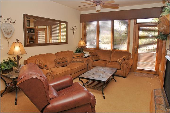 Comfortable, Stylish Living Room with Fireplace, TV, DVD, & Stereo. - Private Winter Shuttle Service - Luxurious Amenities (8914) - Steamboat Springs - rentals