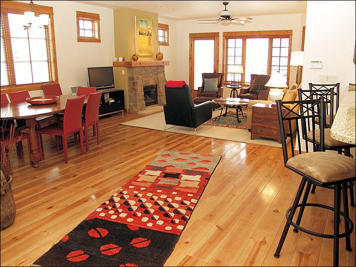 Modern, Elegant, Stylish, and Comfortable Living Room. - The Heart of Old Town Steamboat - Modern, Loft Style Condo in Ski Town USA (9437) - Steamboat Springs - rentals
