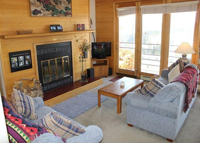 TR524 Ideal Condo w/Wifi, Clubhouse, Mountain Views, Fireplace - Image 1 - Silverthorne - rentals