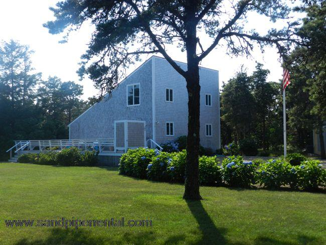 #7164 Nestled on a quiet dirt road minutes from South Beach - Image 1 - Edgartown - rentals