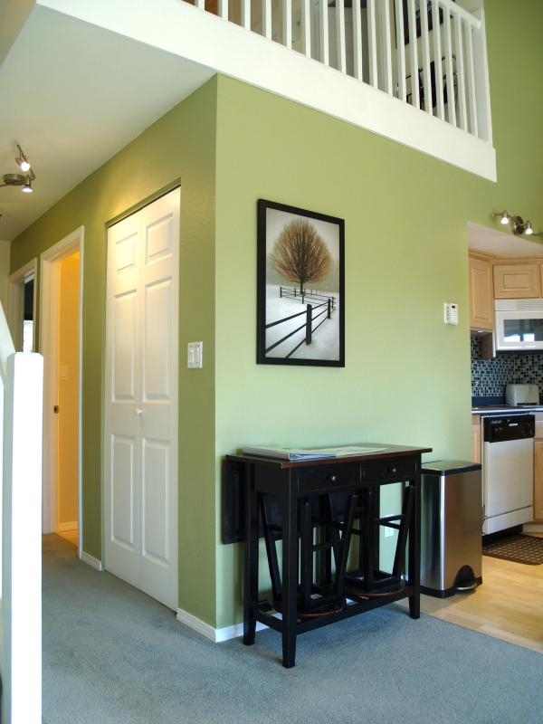 Extra seating and table options - Mt Bachelor Village 215 -Top floor with 2 QN beds+ - Bend - rentals