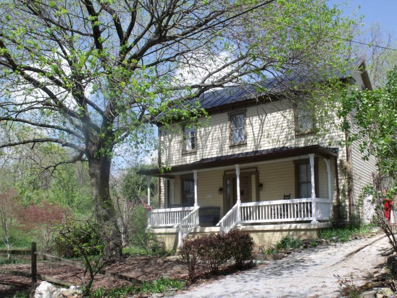 View from street - Charming Historic Home in Town of Harpers Ferry - Harpers Ferry - rentals