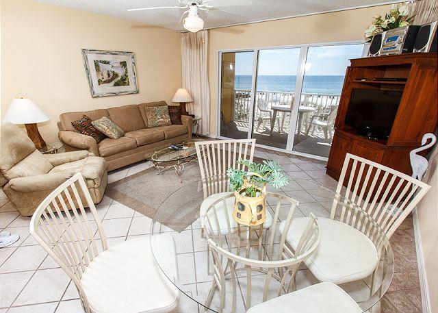 Living Room - GD 207: Waterfront, 1BR, full kitchen, WiFi, cable TV,pool,FREE BCH SVC - Fort Walton Beach - rentals
