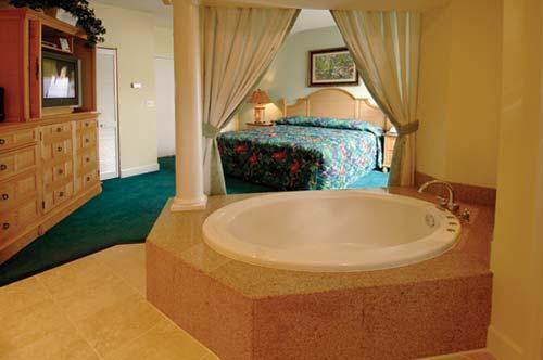 Beautiful Master Bedroom - Next To Disney World. 3-Br Condo w/ Jacuzzi - Orlando - rentals