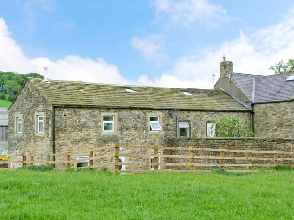 NIFFANY BARN, pet friendly, character holiday cottage, with a garden in Skipton, Ref 12552 - Image 1 - Skipton - rentals