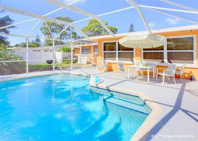Enjoy the charm of Aurora Seabreeze House with heated pool - Aurora Seabreeze Home near Beach, Heated Pool, HDTV, Wifi - Venice - rentals