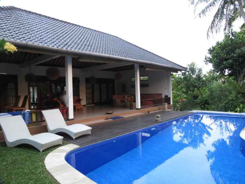 western terrace and pool, wonderful sunsets to be watched - Rumah Kelapa - an oasis walking distance to Ubud - Ubud - rentals