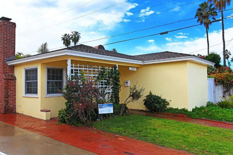 The exterior. - Sandcastle Cottage - La Jolla - rentals