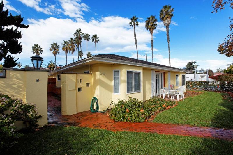 The sunny exterior. - Beachcomber #2 - La Jolla - rentals
