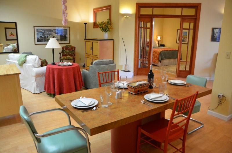 Plaza Courtyard Stay Main room - Plaza Courtyard Stay Handicapped Accessible 1 BDR - Arcata - rentals
