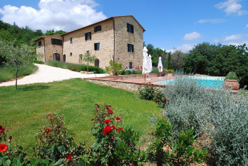 viewed from the east - 5-bedroom Tuscan Villa w/pool near Siena+Florence - Radicondoli - rentals