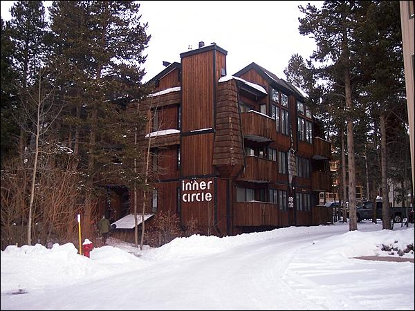 Located Three Blocks from Main Street - 3 Blocks to Lifts and Main Street - Conveniently Located Mountain Condo (13333) - Breckenridge - rentals