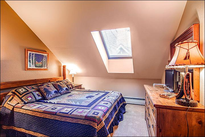 King Bed in the Bedroom - One Block from Main Street - Perfect for a Romantic Retreat (7031) - Breckenridge - rentals