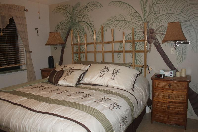 Master Bedroom with new foam mattress - Eat,Drink & Be Maui!  Artists Condo Steps to Beach - Kihei - rentals