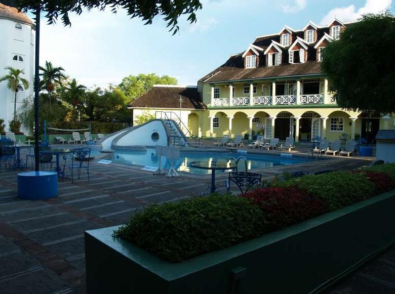 Pool Area - Beautiful Beachfront  Condos Ocho Rios Jamaica - Ocho Rios - rentals
