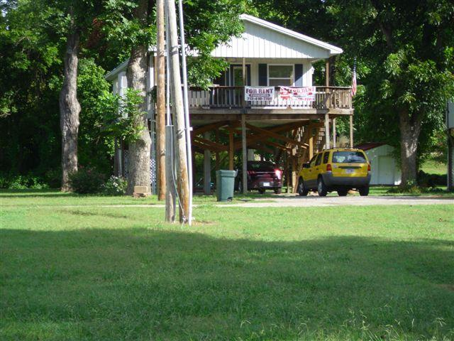Front of house - Hardy Ar,  Cabin on Spring River 2 Bedroom 2 bath - Hardy - rentals