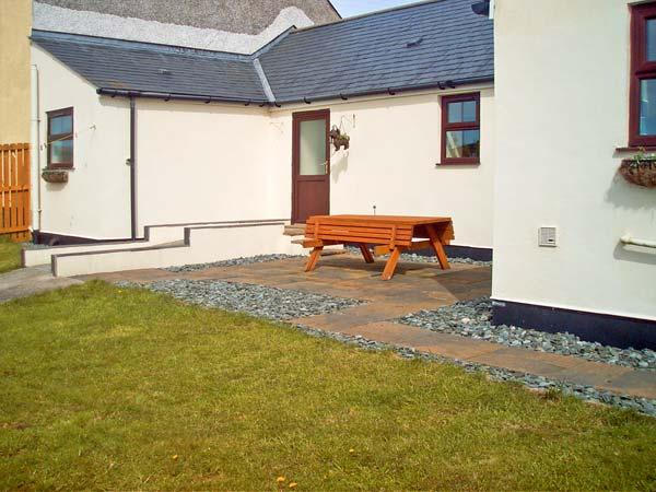 TY'N CAE COTTAGE, pet friendly, country holiday cottage, with a garden in Llangefni, Ref 13502 - Image 1 - Llangefni - rentals