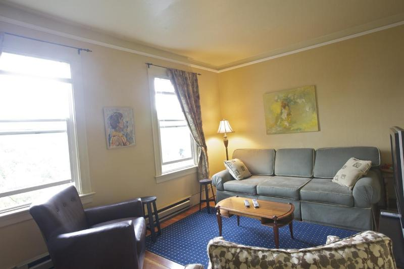 The living room has a queen sized sleeper sofa. - St. John's Apartments #309- 2 Bedrooms, 2 Baths - Seattle - rentals