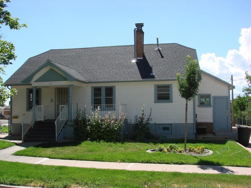 The front of the cottage - Pets welcome, within walking distance of Festival - Cedar City - rentals