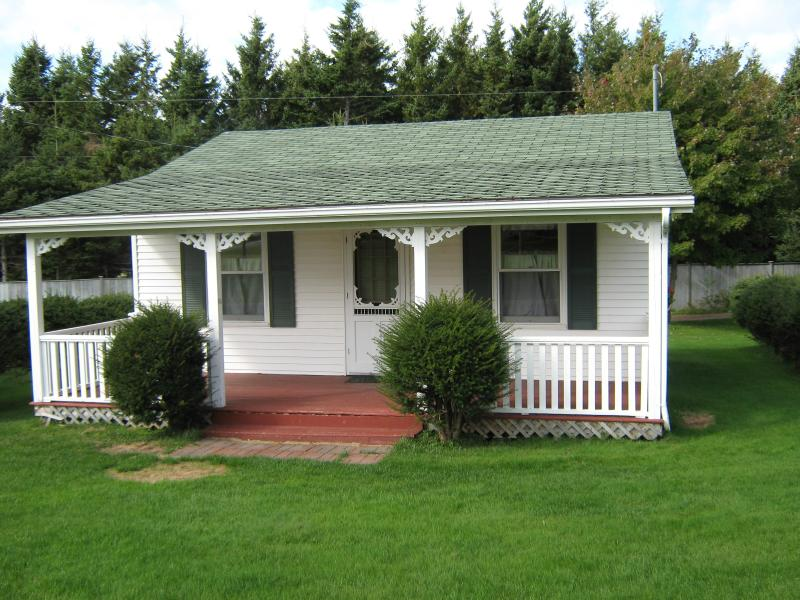 Two Bedroom Executive Cottage - By The Bay Cottages - Stanhope - rentals