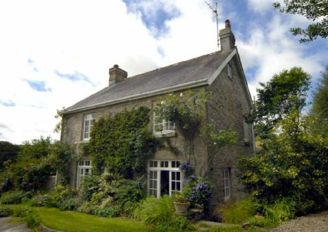 Pet Friendly Holiday Cottage - Lordship Farmhouse, Wolfs Castle - Image 1 - Pembrokeshire - rentals