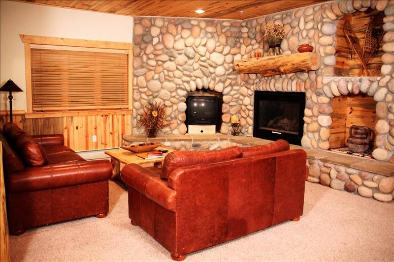 Timber Wolf 8C: Cozy Cabin Home with Private Parking—the Ultimate Mountain Getaway - Image 1 - Park City - rentals