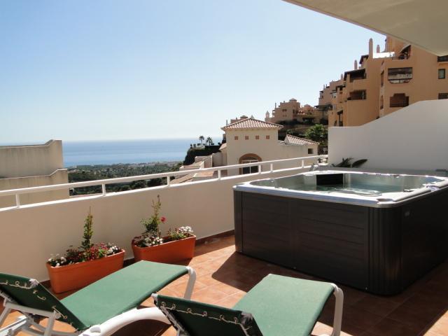 Terrace and Jacuzzi - NC1. Beautiful apartment, sea views, jacuzzi. - Sitio de Calahonda - rentals