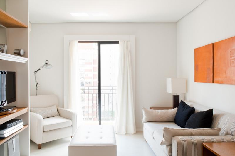 Well-Located 1 Bedroom Apartment in Itaim Bibi - Image 1 - Sao Paulo - rentals