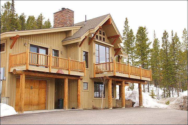 Exterior View of this Large Executive Home with Direct Ski Access. - Private Home Perfect for Larger Groups - Granite, Stainless Steel, Slate & Hardwoods (1034) - Big Sky - rentals