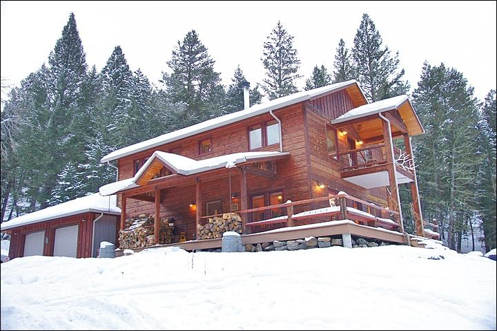 Exterior View of this Large, Secluded Home. - Rent this Home as a 1, 2, 3 or 4-Bedroom - Close to Yellowstone & Big Sky (1046) - Big Sky - rentals