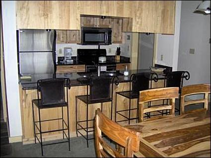 Kitchen and Dining Area - Cozy Condo - Great Mountain Views (1020) - Crested Butte - rentals