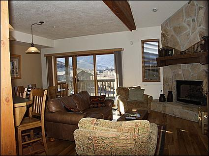 Living Room - Well Appointed, Hardwood Floors, Stone Fireplace - Great Location - Access to Cross Country Ski Trails (2618) - Park City - rentals