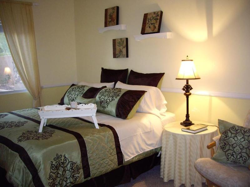 King bed with pillow top mattress - Beautiful Home in quiet area close to Red Rock - Las Vegas - rentals