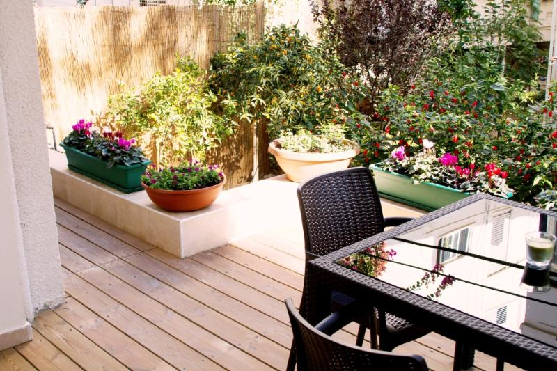 Private Garden 30 seconds walk from the best Beach in Tel Aviv, Gordon Beach. - G A R D E N  ✿  1BR, 30 Sec walk to Gordon♒Beach! - Tel Aviv - rentals
