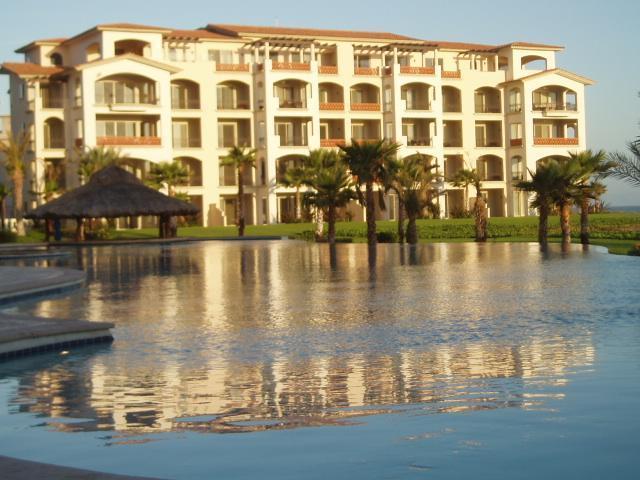Beachfront Condo - Ground Floor Beachfront Luxury Condo. Golf Resort. - La Paz - rentals