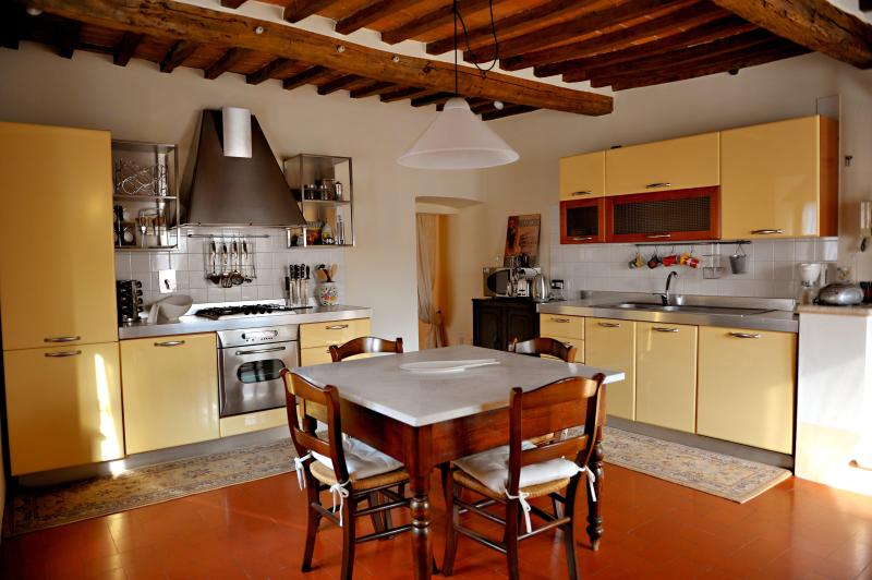 Eat-In Kitchen - Spacious Tuscan Apartment in 15th Century Palazzo - Sarteano - rentals