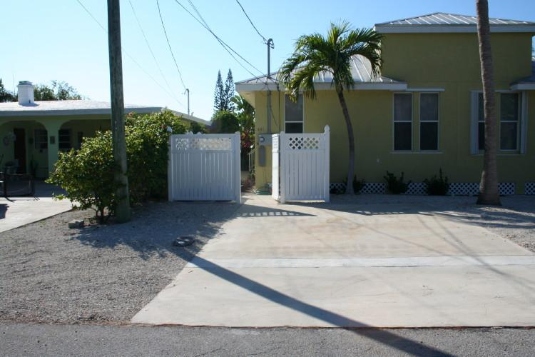 Front of house/parking - Reef Madness, close to great diving sites! # 79 - Key Colony Beach - rentals